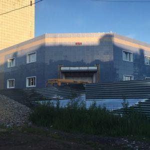 Торговый центр, Хабаровская, 135 Смонтированы навесные фасады на газобетонный блок «Бетарм»